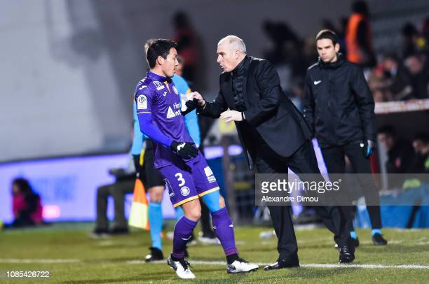 Gen Shoji and Alain Casanova head coach of Toulouse during the Ligue 1 match between Nimes and Toulouse at Stade des Costieres on January 19 2019 in...