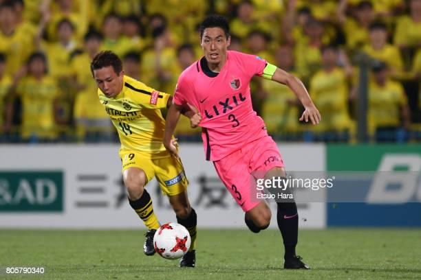 Gen Shoji of Kashima Antlers and Hiroto Nakagawa of Kashiwa Reysol compete for the ball during the JLeague J1 match between Kashiwa Reysol and...