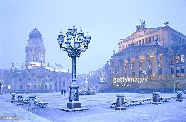 gendarme market in berlin - gendarmenmarkt stock pictures, royalty-free photos & images