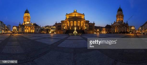gendarmenmarkt berlin panorama at blue hour (berlin, germany) - konzerthaus berlin stock pictures, royalty-free photos & images