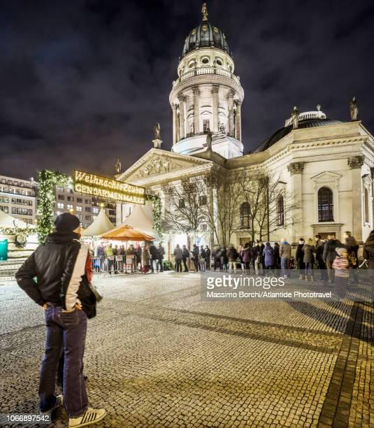 gendarmenmarkt, christmas market - französischer dom stock pictures, royalty-free photos & images