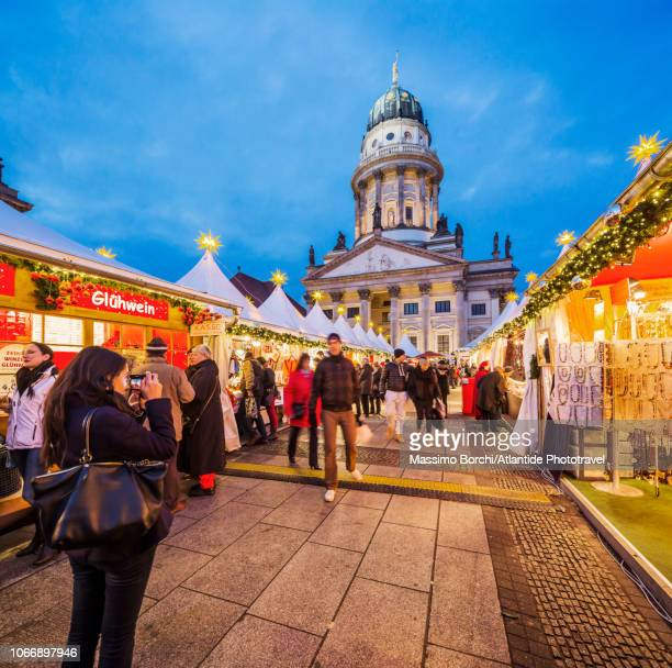 gendarmenmarkt, christmas market - gendarmenmarkt stock pictures, royalty-free photos & images