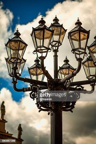 gendarmenmarkt lamp - konzerthaus berlin stock pictures, royalty-free photos & images