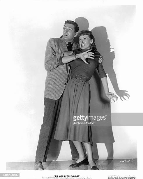 Gene Barry holding onto Ann Robinson in publicity portrait for the film 'The War of the Worlds' 1953