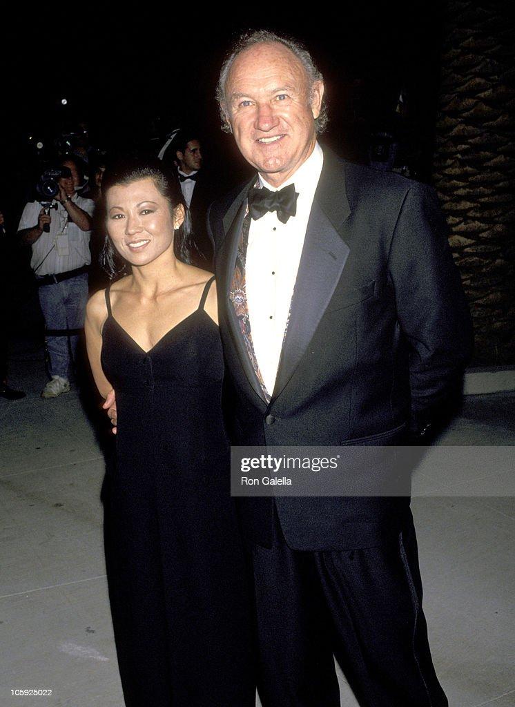 1994 Vanity Fair Oscar Party - Arrivals : News Photo