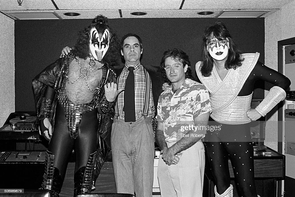 Kiss With Robin Williams : News Photo