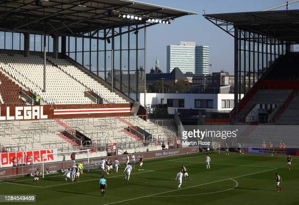 General action during the Second Bundesliga match between FC St. Pauli and Karlsruher SC at Millerntor Stadium on November 08, 2020 in Hamburg,...