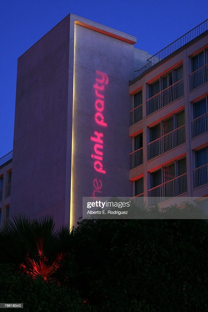 General atmosphere arrives at The Pink Party to benefit
