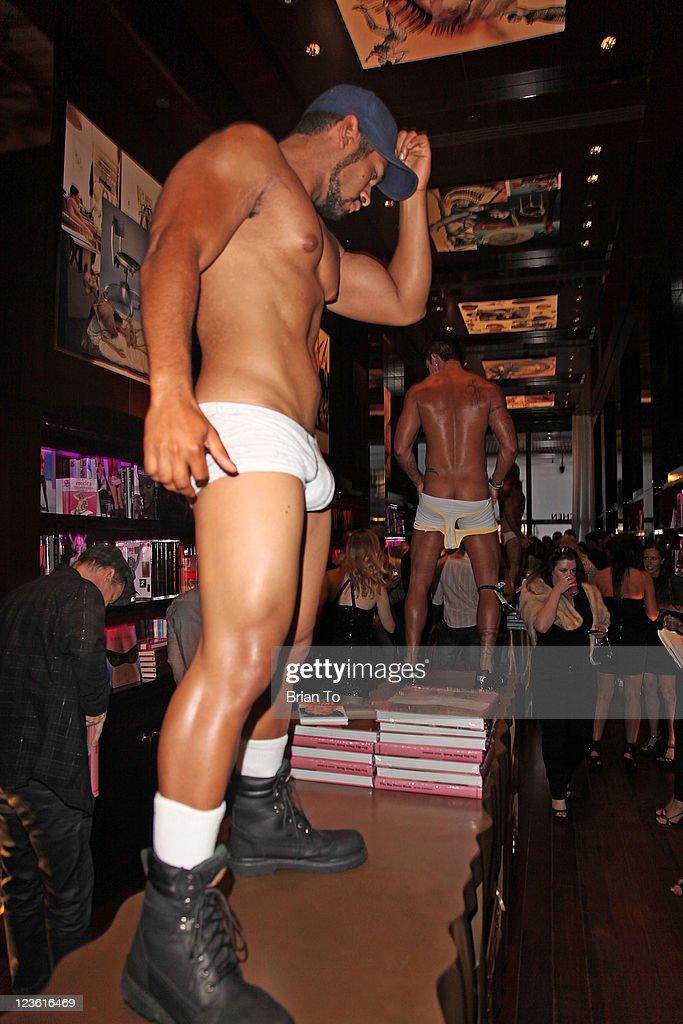 Her Taschen s Sexy Books Editor Dian Hanson følger op på The Big Book of bryster, The Big Book of Legs, og The Big Penis Book med en.