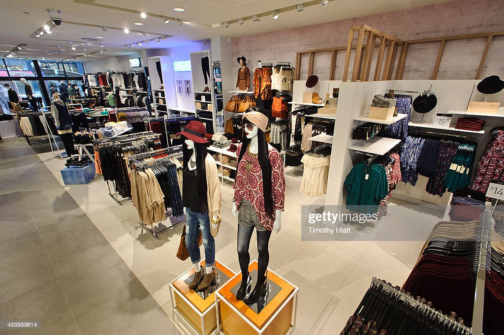 Forever 21 Opens New Chicago Store On S State Street : News Photo