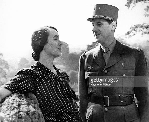 General DE GAULLE and his wife Yvonne DE GAULLE near their residence at the Connaught Hotel in the Mayfair district of London in 1942