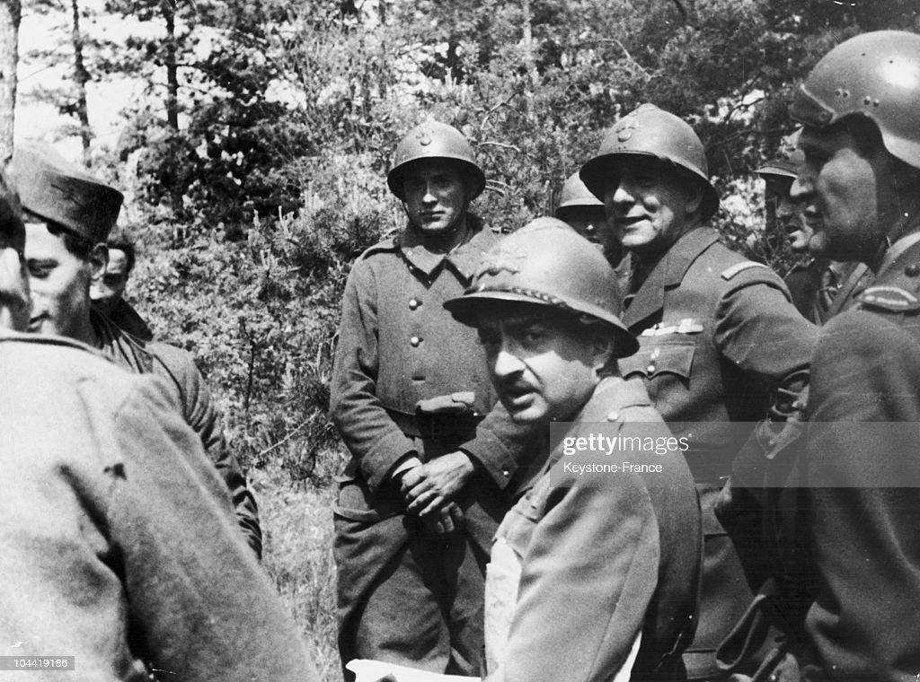 General De Lattre De Tassigny Among His Soldiers In Indochina : News Photo