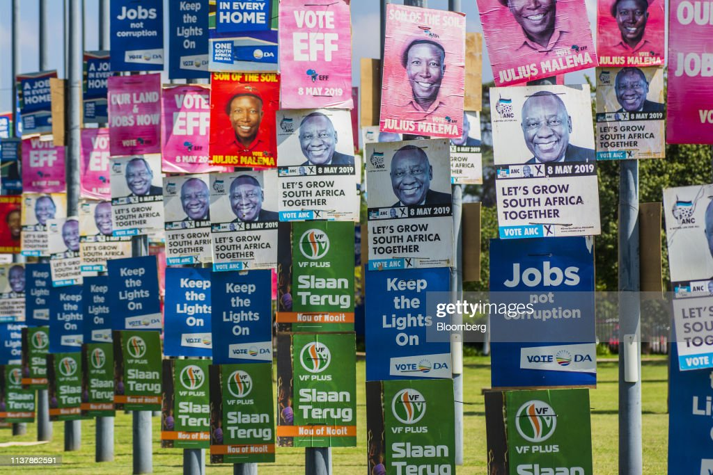 Campaign Posters Ahead Of The South African General Election : Nieuwsfoto's