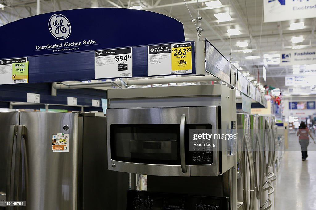 A General Electric Co. (GE) refrigerator and microwave oven are displayed for sale at a Lowe's Cos. store in Torrance, California, U.S, on Thursday, Oct. 17, 2013. General Electric Co. is scheduled to release earnings figures on Oct. 18. Photographer: Patrick T. Fallon/Bloomberg via Getty Images