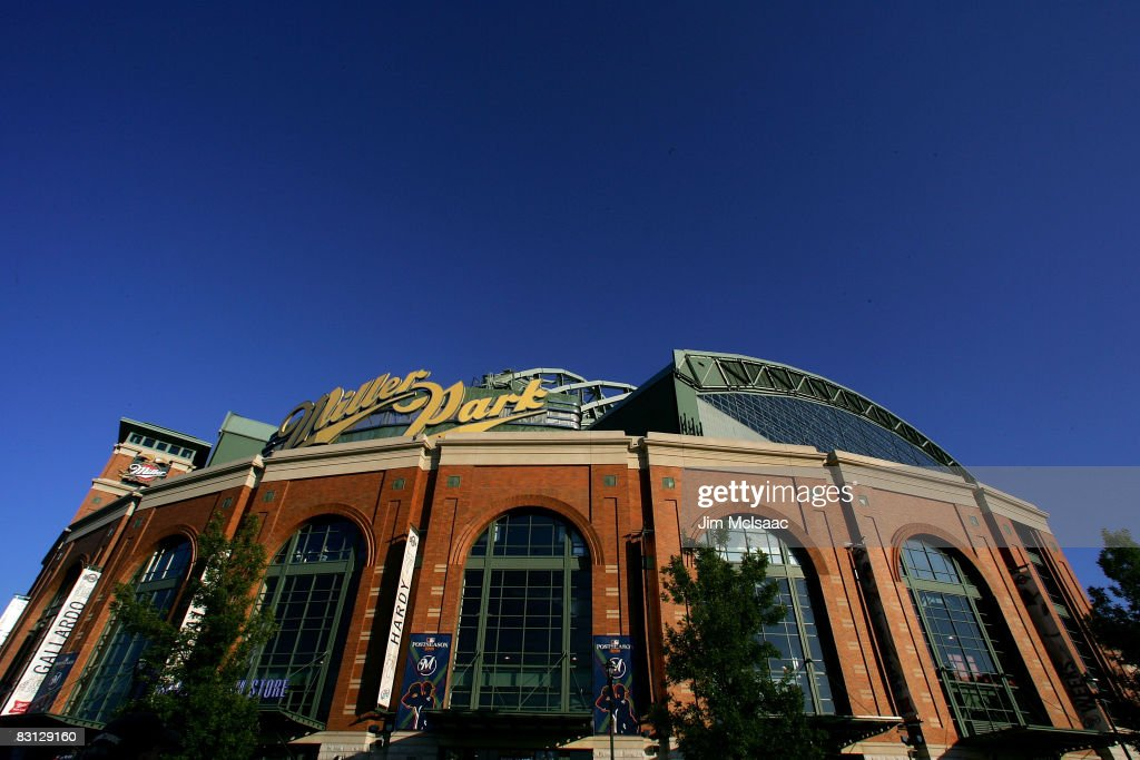 Philadelphia Phillies v Milwaukee Brewers, Game 3 : News Photo