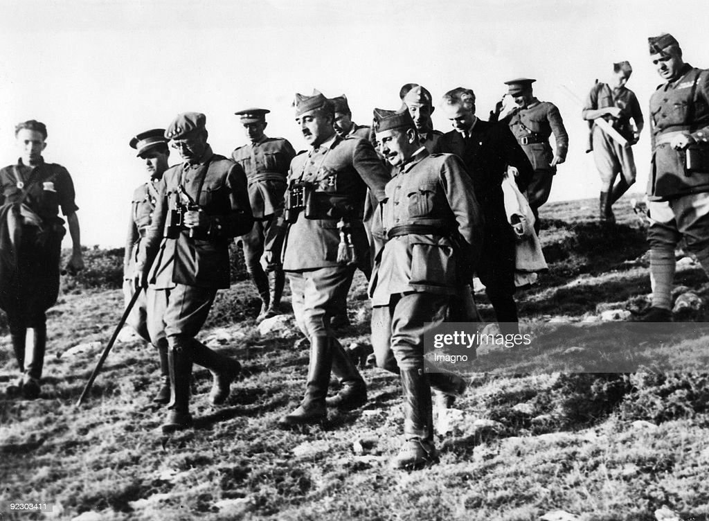 General Franco at the Santander Front. Santander's fall on September 1 assured the Nationalist conquest of Santander. General Francisco Franco Bahamonde appreciates General Juan Vigon Suerodiaz who was the commander's chief of staff at the Battle of Santa : News Photo