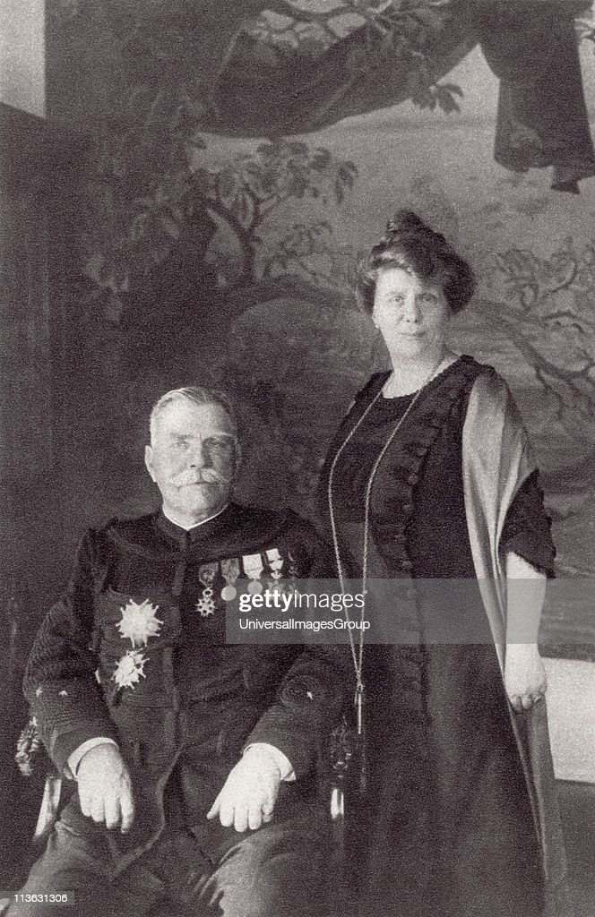 General Joffre and his wife Madame Joffre. Joseph Jacques Cesaire Joffre, 1852 to 1931. French general, Commander-in-Chief of the French Army during World War I. From The Illustrated War News, 1915. : Photo d'actualité