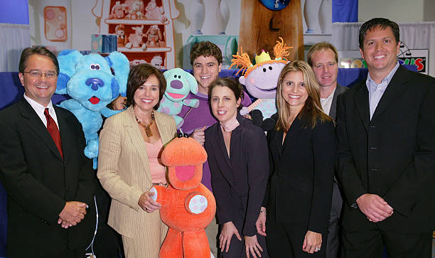 """Blue Talks"" at the Toys ""R"" Us Times Square Photos and ..."