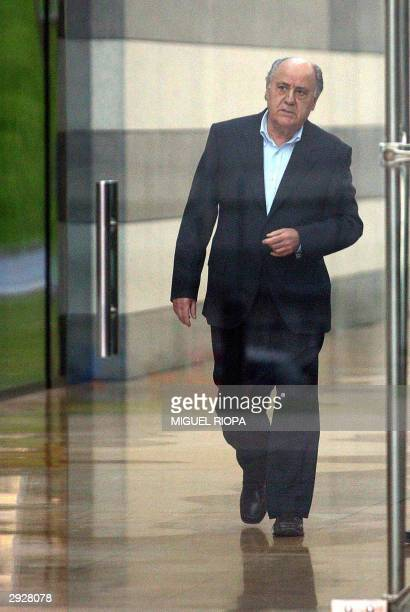 General manager of Spanish company Zara Amancio Ortega goes out to welcome Uruguayan President Jorge Batlle in Arteixo near Coruna northwestern Spain...