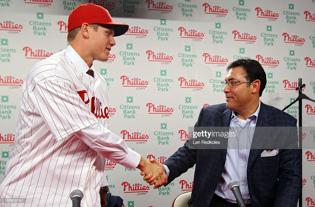 General Manager Rubin Amaro Jr. shakes the hand of Jonathan Papelbon of the Philadelphia Phillies as Papelbon signed a four-year, $50,000,058 contract, at Citizens Bank Park on November 14, 2011 in Philadelphia, Pennsylvania.
