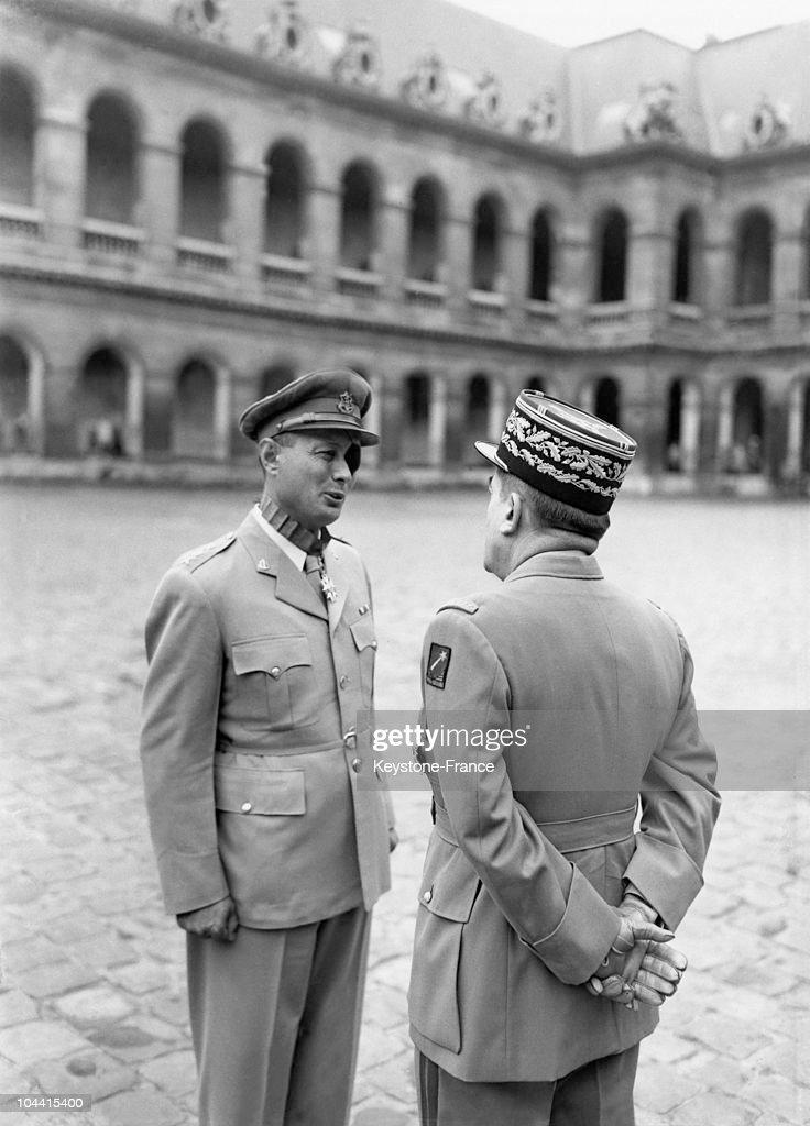 General Moshe Dayan And General Guillaume At Invalides In 1954 : News Photo