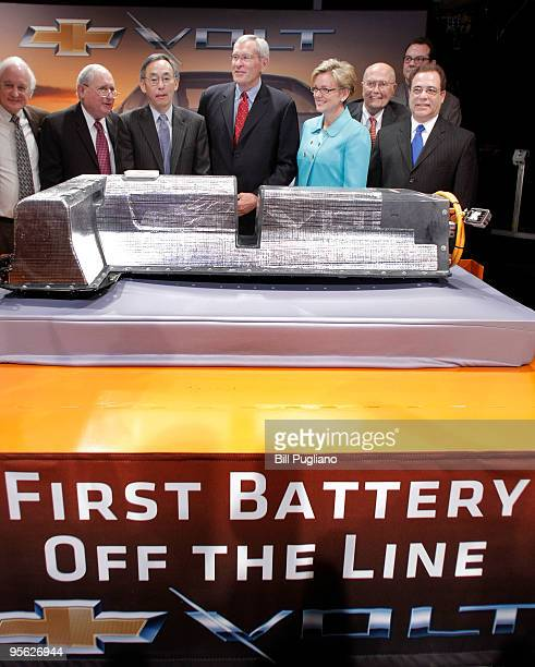 General Motors Chairman and CEO Ed Whitacre stands with US Secretary of Energy Steven Chu Michigan Gov Jennifer Granholm and other dignitaries with...