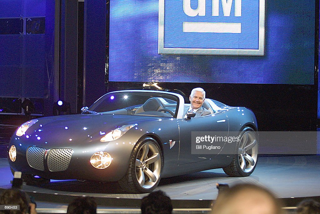2002 North American International Auto Show : News Photo