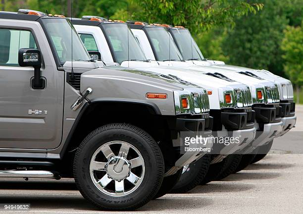 General Motors Corp Hummer vehicles sit on display at Hummer of Novi in Novi Michigan US on Tuesday June 2 2009 GM said today it agreed to sell its...