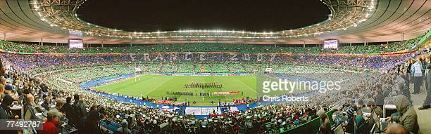 A general panoramic view of the line ups prior to the 2007 Rugby World Cup Final between England and South Africa at the Stade de France on October...