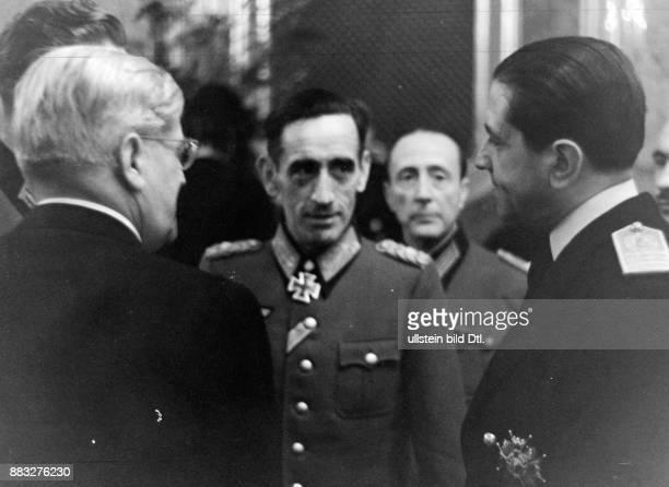 General, Politiker, Viize-Präsident, erster Kommandeur der Blauen Division, Spanien *27.01.1896-+ Träger des Eisernen Kreuzes Portrait im Gespräch...