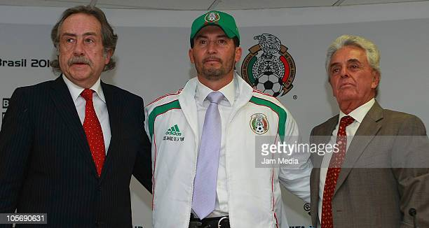 General secretary Decio de Maria Mexican head coach Jose Manuel de la Torre and Justino Compean president of FEMEXFUT during his presentation for the...