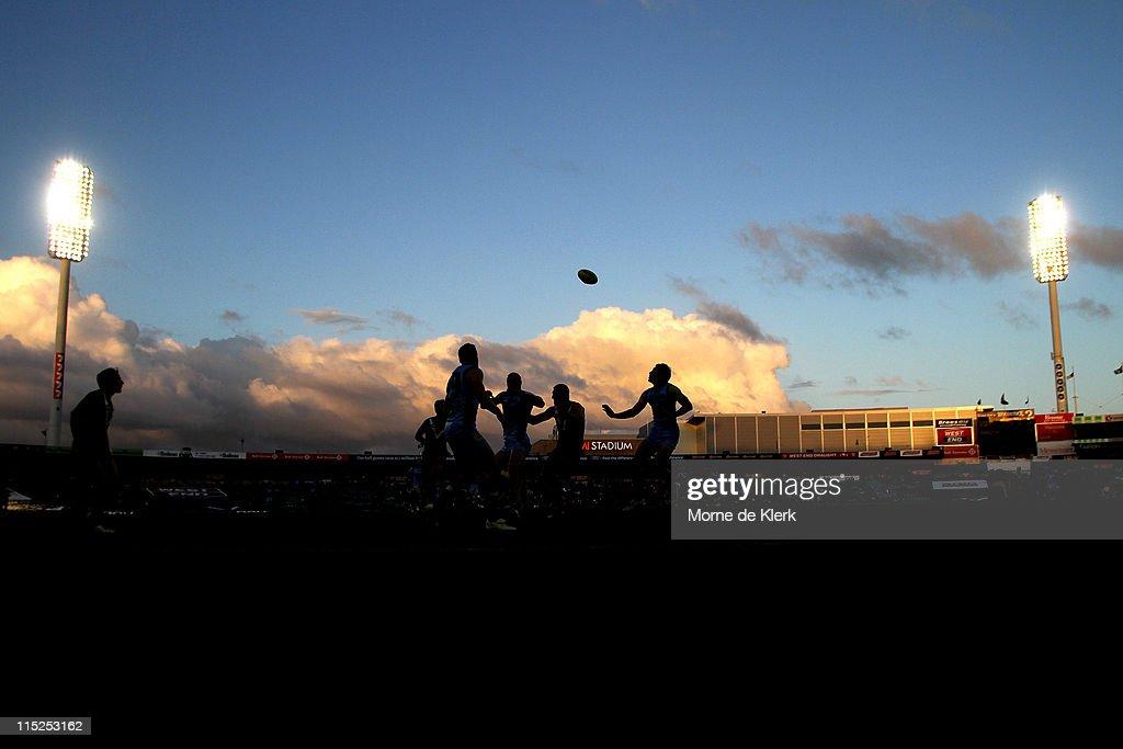 AFL Rd 11 - Port Adelaide v Carlton : News Photo