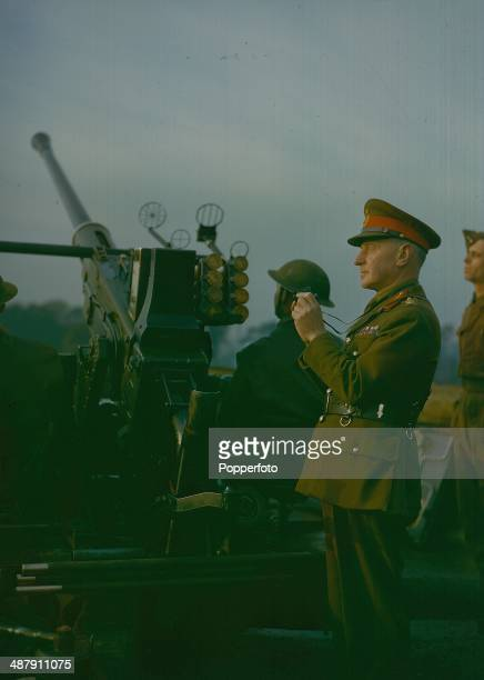 1942 General Sir Frederick Alfred Pile Officer Commanding the AntiAircraft Command with an antiaircraft gun crew December 1942