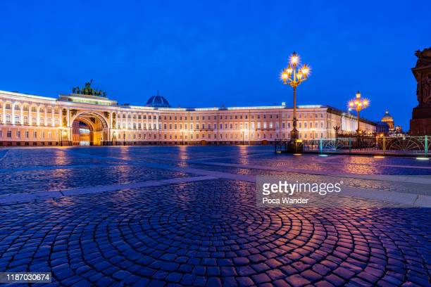 general staff building at palace square, st. petersburg - palace stock pictures, royalty-free photos & images
