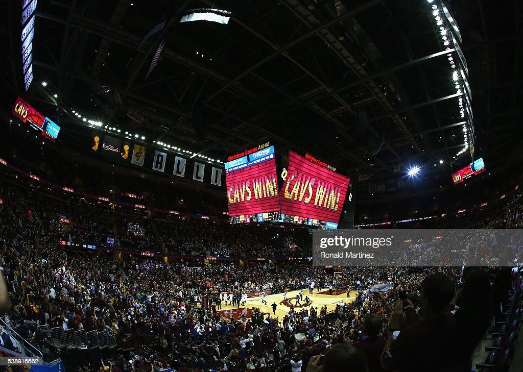2016 NBA Finals - Game Three : Nachrichtenfoto