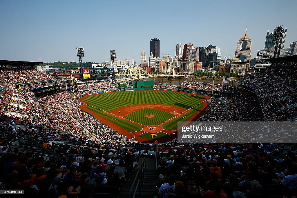 Cleveland Indians v Pittsburgh Pirates : News Photo
