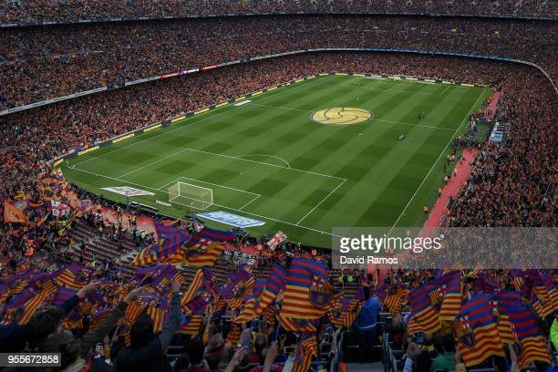 General view as FC Barcelona fans show their support prior to the La Liga match between Barcelona and Real Madrid at Camp Nou on May 6, 2018 in...