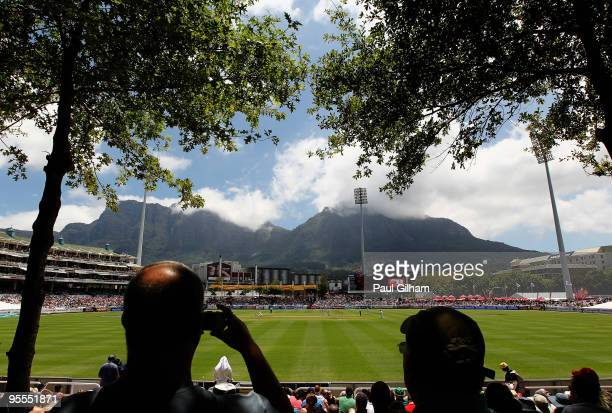 General view as Jacques Kallis and AB de Villiers of South Africa bat against England during day one of the third test match between South Africa and...