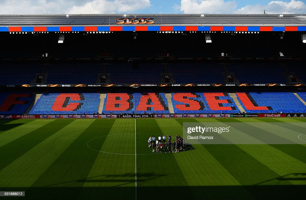 A general view as Jurgen Klopp manager of Liverpool talks to players on the pitch during a Liverpool training session on the eve of the UEFA Europa League Final against Sevilla at St. Jakob-Park on May 17, 2016 in Basel, Switzerland.