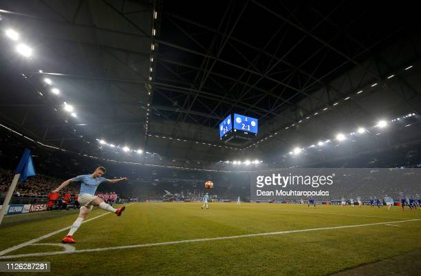 General view as Kevin De Bruyne of Manchester City takes a corner during the UEFA Champions League Round of 16 First Leg match between FC Schalke 04...
