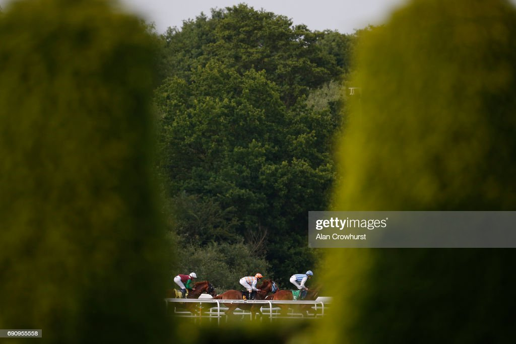 A general view as runners turn into the back straight at Kempton racecourse on May 31, 2017 in Sunbury, England.