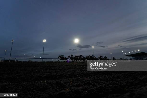 General view as runners turn into the back straight in The Racing TV Apprentice Handicap at Kempton Park Racecourse on February 12, 2020 in Sunbury,...