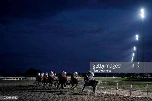 A general view as runners turn into the back straight under the floodlights at Kempton Park Racecourse on September 18 2018 in Sunbury United Kingdom