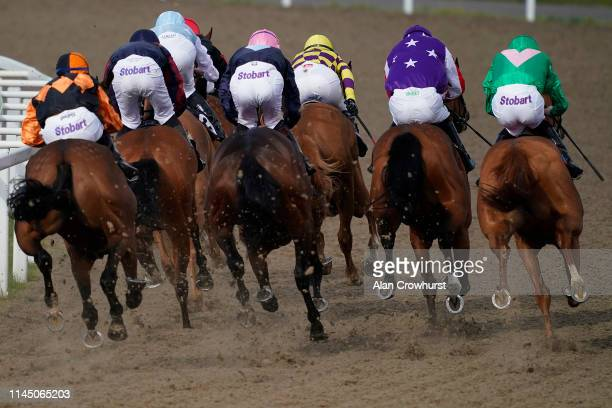 General view as runners turn into the straight at Chelmsford City Racecourse on April 25, 2019 in Chelmsford, England.