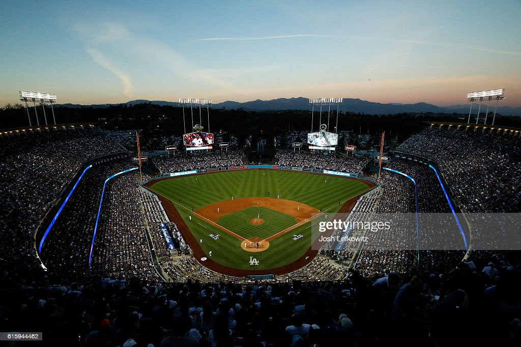 NLCS - Chicago Cubs v Los Angeles Dodgers - Game Five : News Photo