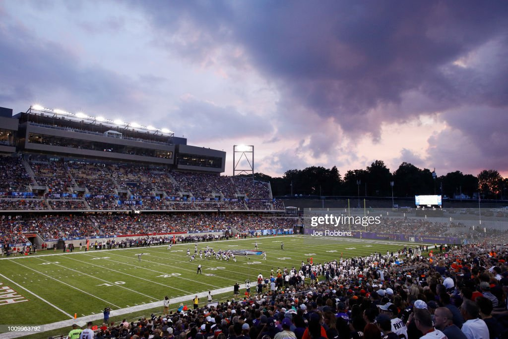 General view as the sun sets in the first quarter of the Hall of Fame Game between the Baltimore Ravens and Chicago Bears at Tom Benson Hall of Fame Stadium on August 2, 2018 in Canton, Ohio.