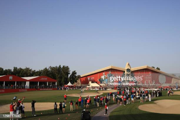 General view as Tyrrell Hatton of England putts on the 18th green during Day 4 of the Abu Dhabi HSBC Championship at Abu Dhabi Golf Club on January...