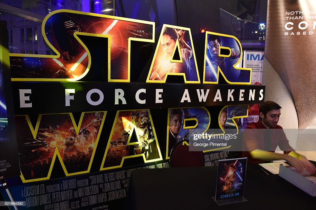 """Canadian Premiere Of """"Star Wars: The Force Awakens"""" : News Photo"""