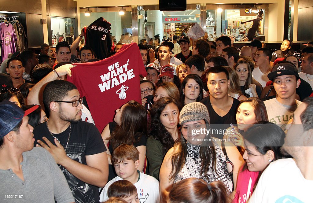 first rate a8e98 68ebe Dwyane Wade Footwear Launch At Dadeland Mall   News Photo