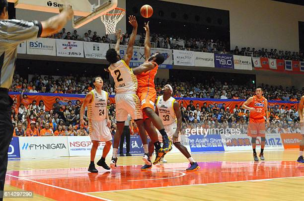 A general view during the BLeague first division match between Niigata Albirex BB and Sun Rockers Shibuya at Aore Nagaoka on October 1 2016 in...